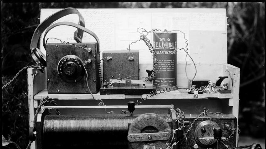 A mechanical home-made old radio