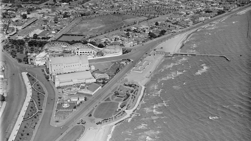 Black and while aerial shot of St Kilda foreshore