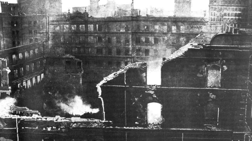 Black and white photo of the ruins of a building destroyed in the fire