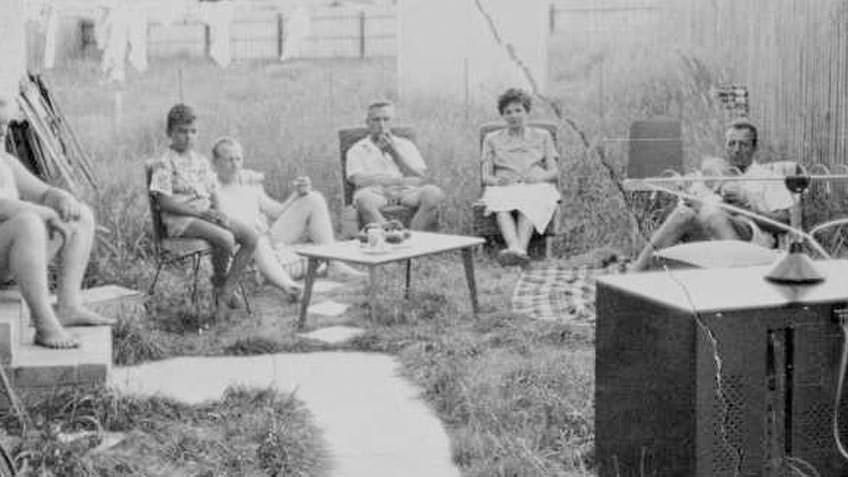 German immigrants in the backyard of the house rented by Helene and Josef Sandl