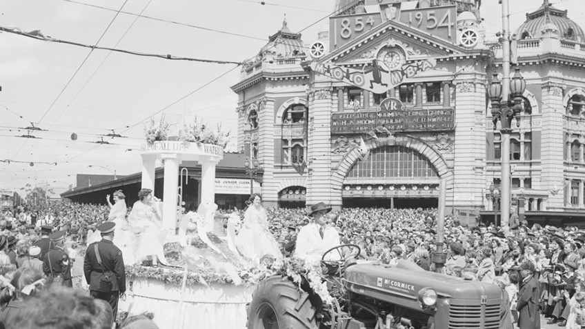 news shot of Moomba parade crowds outside Flinders Street Station