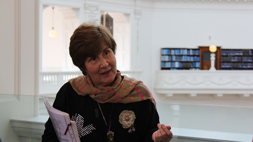 Photo of a tour guide at State Library Victoria