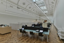 Gallery with high white coffered ceiling, parquet flooring and terminals