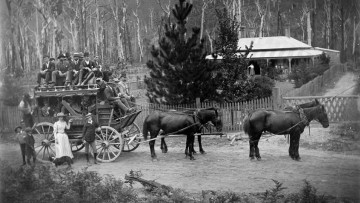 Cobb & Co horse team and passengers outside colonial country home