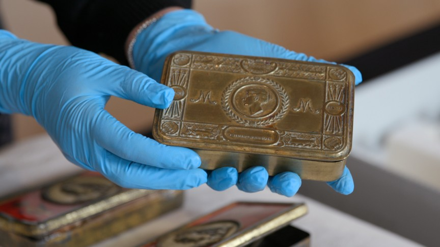 Metal gift box to soldiers from Princess Mary