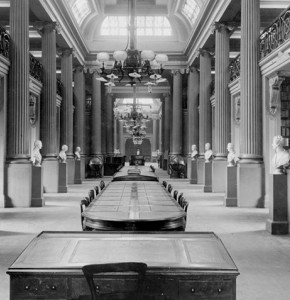 Black and white photo of columned interior of Queen's Hall, State Library Victoria, 1910
