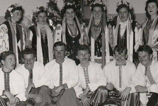 Group of youths in Ukranian dress